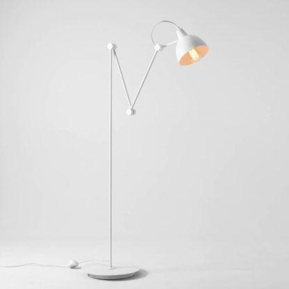 biała lampa podłogowa do salonu