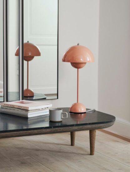 Różowa lampa stołowa Flowerpot VP3 - nowoczesna