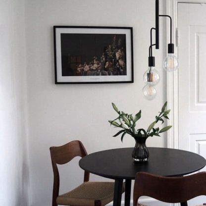 industrialna lampa czarna metalowa - aranżacja