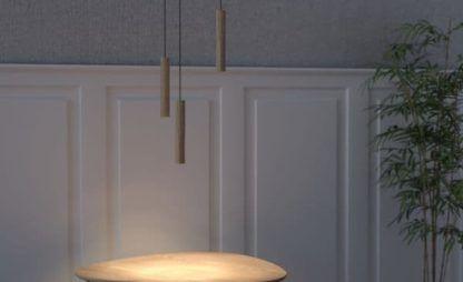 drewniana lampa wisząca z małym kloszem, styl skandynawski - aranżacja