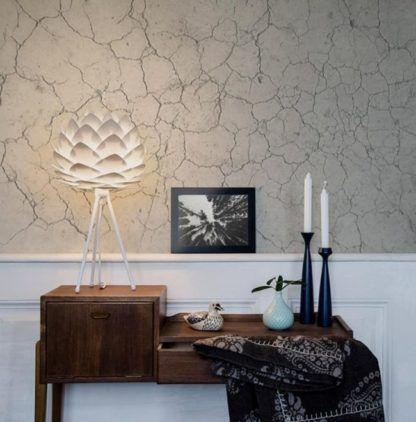 lampa stołowa na trójnodze, klosz inspirowany kwitnącym kwiatem, perłowa biel -aranżacja