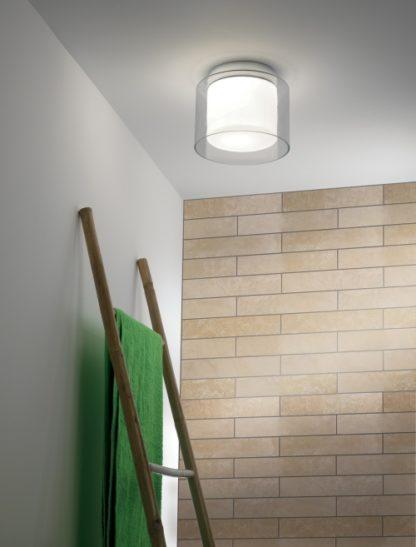 sufitowa lampa z kloszem z mlecznego szkła