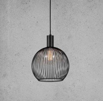 mała ażurowa lampa wisząca z czarnym drutów