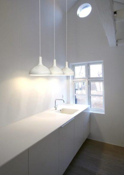 aranżacja - biała lampa wisząca do kuchni