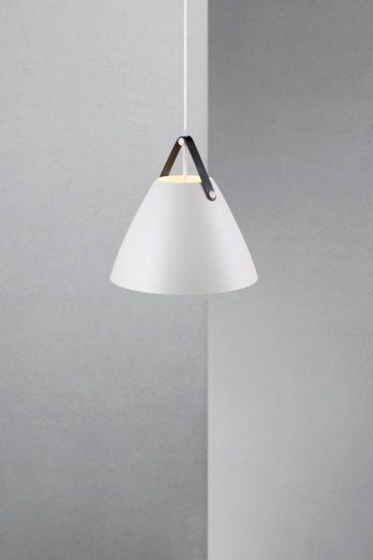 nowoczesna lampa wisząca, biała, styl skandynawski, czarne detale