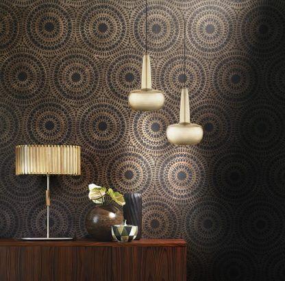 lampa wisząca w nowoczesnym stylu, mosiężne wykończenie - aranżacja klimatyczna sypialnia