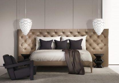 biała lampa w kształcie szyszki - aranżacja sypialnia w beżach