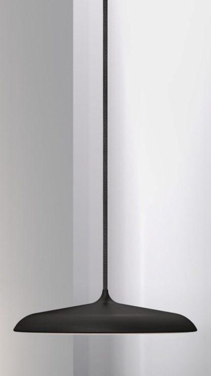 czarna lampa wisząca z cienkim kloszem, matowa, skandynawska, nowoczesna