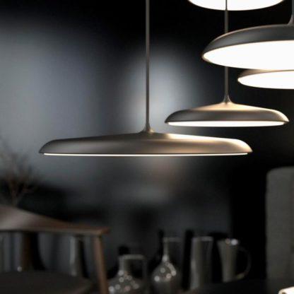 lampa wisząca z cienkim kloszem nad stół, matowa czarna
