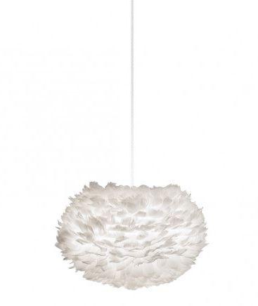 skandynawska lampa wisząca z kloszem z białych piór