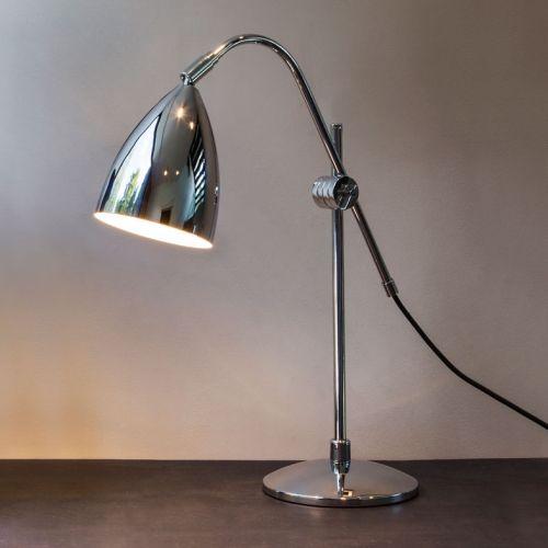 chromowana lampa stołowa w nowoczesnym stylu