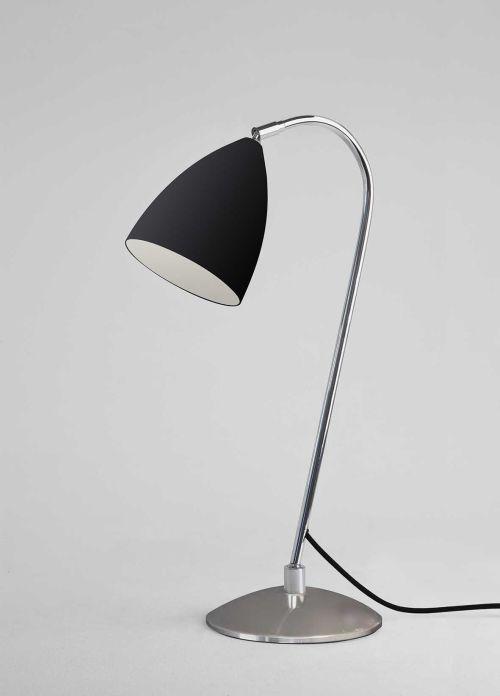 czarna lampa stołowa