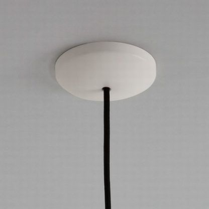 lampa wisząca z kremową podstawą