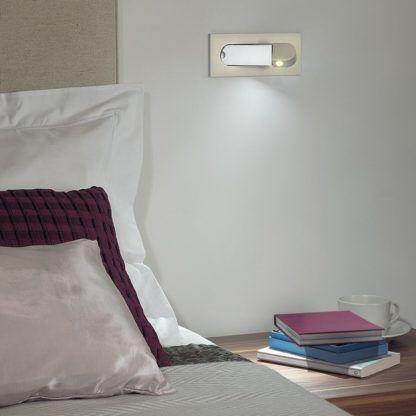 nowoczesny kinkiet ścienny z mobilnym reflektorem, srebrny - aranżacja sypialnia nowoczesna