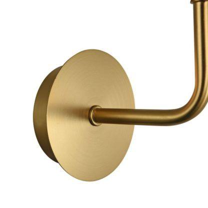 złoty kinkiet ścienny z lampą do góry