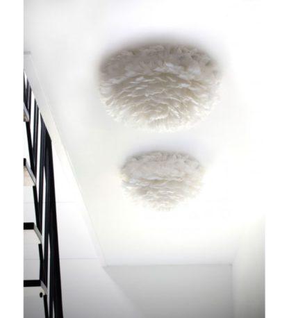 duża lampa sufitowa z naturalnych piór gęsi, biały klosz, styl skandynawski - aranżacja schody