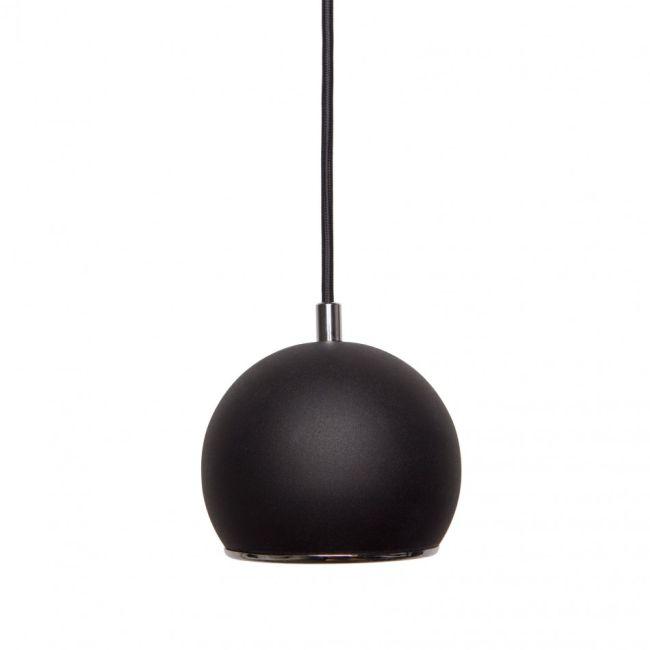 nowoczesna mała lampa z otwartym ku dołowi czarnym kloszem