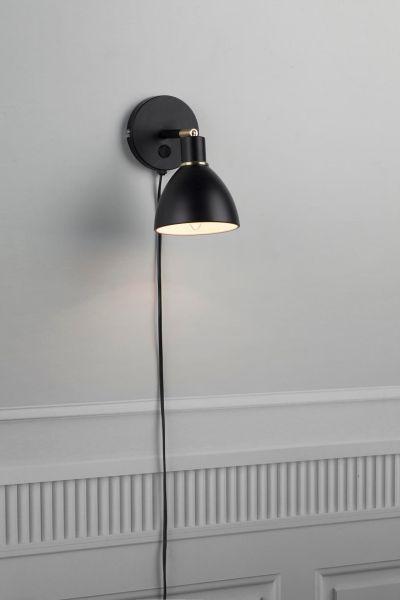 czarny kinkiet nowoczesny z włącznikiem nad łóżko