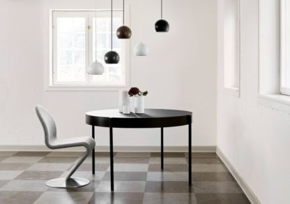 lampa wisząca w stylu skandynawskim, klosz kula - aranżacja jadalnia
