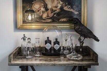 lampa wisząca z małym, przezroczystym kloszem, detale mosiężne - aranżacja salon klasyczny