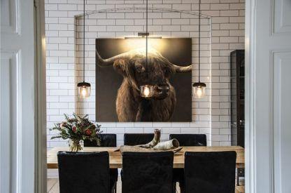 mała lampa wisząca z bezbarwnym kloszem i czarną podstawą, styl nowoczesny, skandynawski - aranżacja