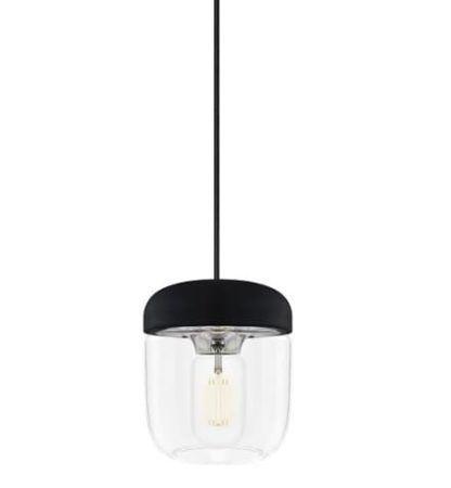 transparentna lampa wisząca z małym kloszem, czarne zawieszenie
