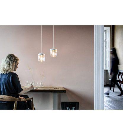 mała lampa wisząca w nowoczesnym stylu, szklany klosz