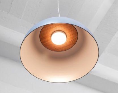 błękitna lampa wisząca w stylu skandynawskim, klosz półkula