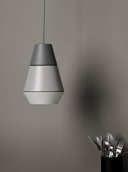 nowoczesna lampa wisząca z kloszem w trzech odcieniach szarości