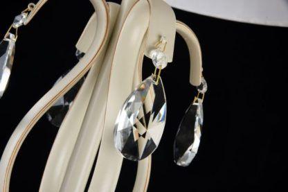 piękne kryształy szlifowane na lampie