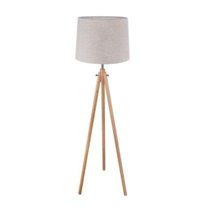 oryginalna lampa podłogowa o jasnym materiałowym kloszu i drewnianej podstawie