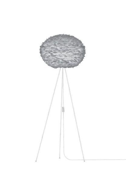 wysoka lampa podłogowa z szarym kloszem kulą, podstawa cienkie nóżki, tripod