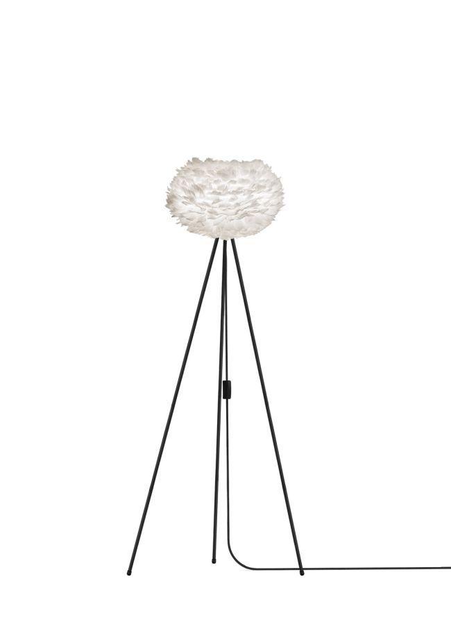 nowoczesna lampa podłogowa na trzech białych nogach, biały klosz okrągły z naturalnych piór