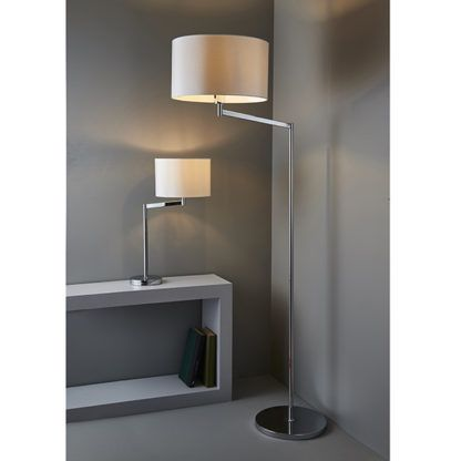 lampa stołowa w stylu modern classic ze srebrną podstawą i materiałowym kloszem