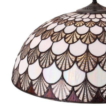 brązowa lampa podłogowa z e szklanym witrażowym kloszem tiffany