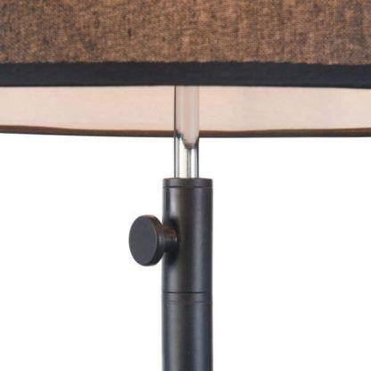 regulacja lampy podłogowej czarnej z abażurem