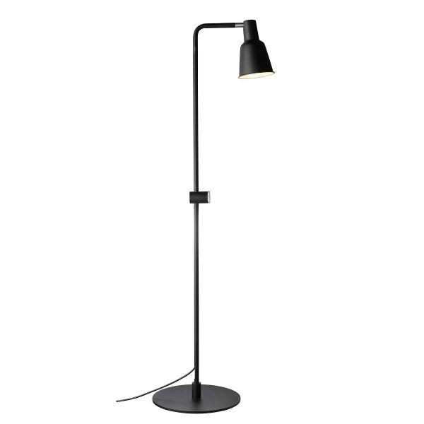 czarna lampa podłogowa w minimalistycznym stylu