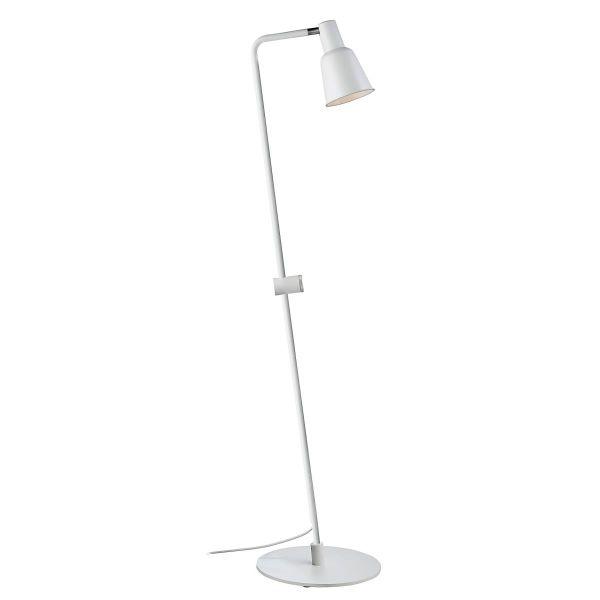 biała lampa podłogowa do skandynawskich wnętrz