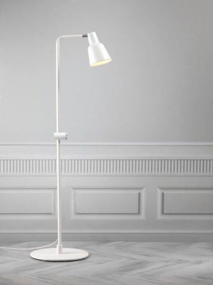 lampa w stylu skandynawskim do salonu lub sypialni