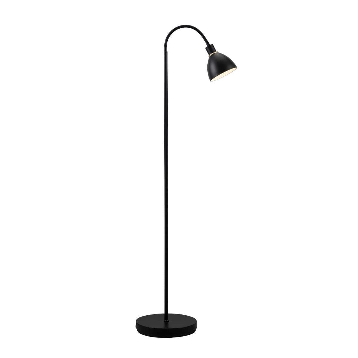metalowa lampa podłogowa, czarna - aranżacja