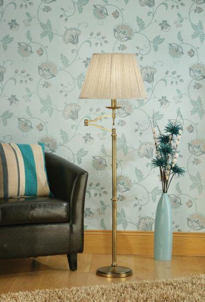 aranżacja - lampa podłogowa mosiężna z obrotowym jasnym kloszem