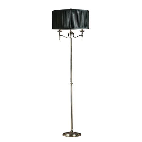 elegancka lampa podłogowa z czarnym abażurem i srebrną podstawą