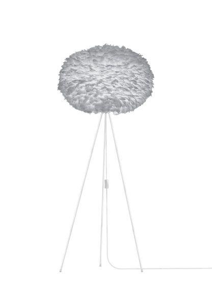 duża lampa podłogowa na białym tripodzie, szary klosz okrągły z piór gęsi