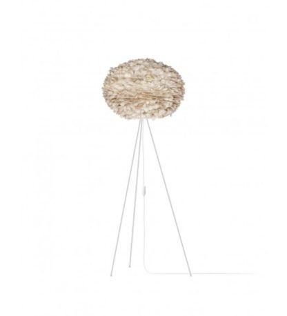 lampa podłogowa na trzech białych nogach, duży klosz beżowy, jasnobrązowy, okrągły