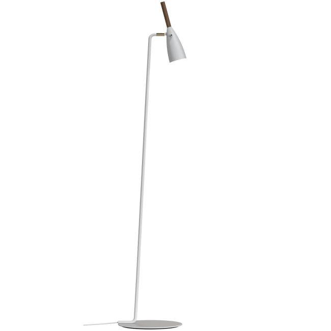 wysoka i minimalistyczna lampa podłogowa w stylu skandynawskim, biała z drewnianymi elementami