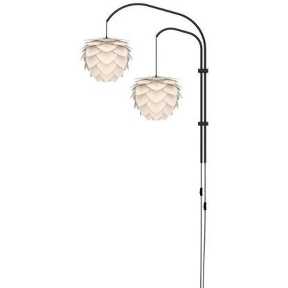 czarne ramię ścienne, lampa ścienna na dwa klosze zawieszona na różnej wysokość, styl nowoczesny
