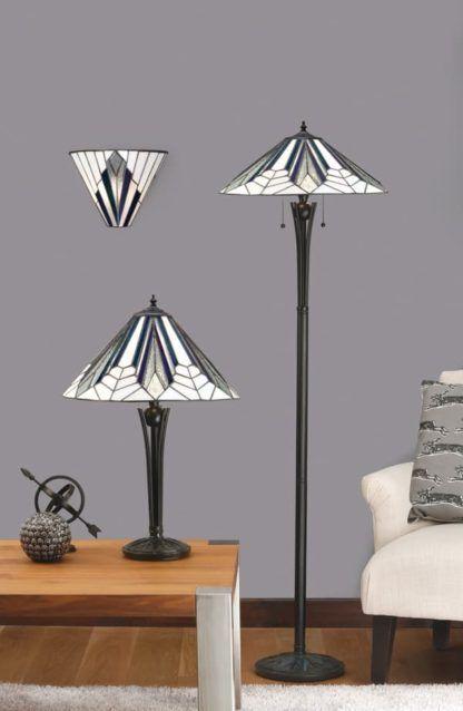 brązowa lampa stołowa z białym witrażowym kloszem