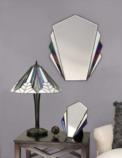aranżacja - średnia lampa na stół ze szklanym kloszem