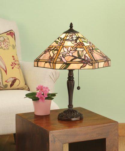 szklana lampa stołowa z koralikowym włącznikiem