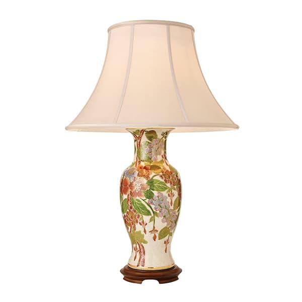 podłużna lampa stołowa z drewnianymi i złotymi zdobieniami